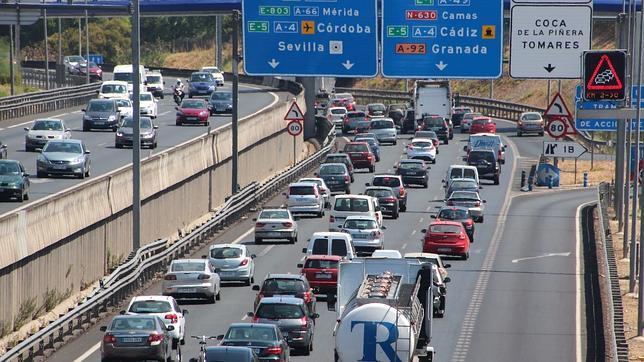 Retenciones en las carreteras andaluzas a la vuelta del puente de ... - abcdesevilla.es