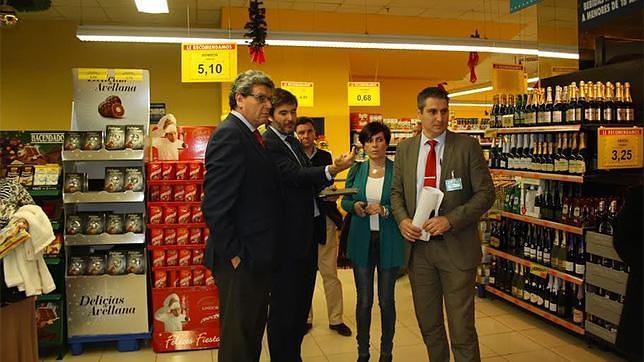 El alcalde visita Mercadona, empresa que da empleo a 116 trabajadores en la localidad