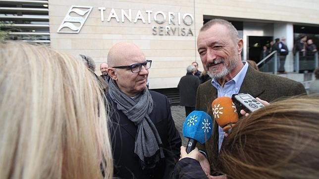 Rafael de Cózar: entierro en Bormujos con el recuerdo de Pérez-Reverte