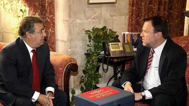 Juan Ignacio Zoido, actual alcalde, junto a su antecesor, Alfredo Sánchez Monteseirín