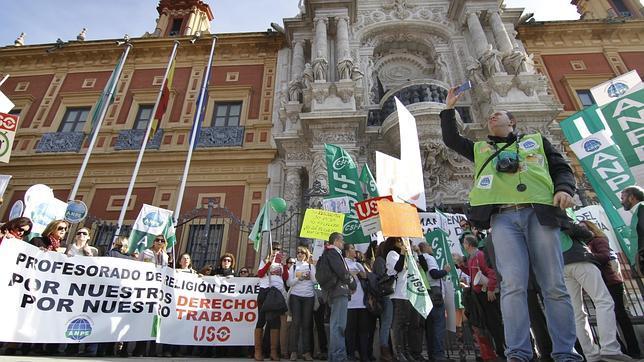 Los profesores de Religión se manifiestan en Sevilla contra la reducción de la asignatura