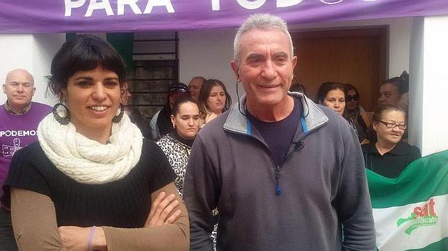 El líder del SAT, Diego Cañamero, junto a la europarlamentaria andaluza de Podemos, Teresa Rodríguez