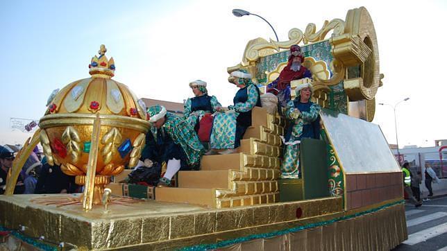Carrozas De Reyes Magos Fotos.Miles De Personas Se Echan A La Calle En Dos Hermanas Para