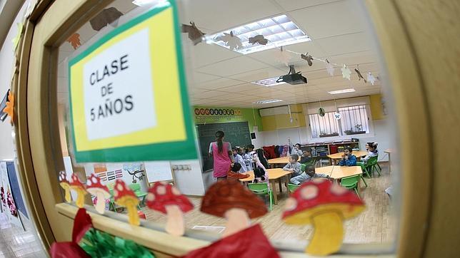 Interior de una clase de Educación Infantil dotada con sistemas de proyección digital