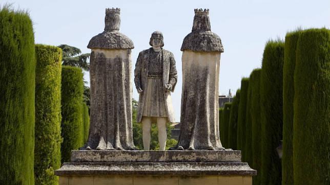 Monumento en el Alcázar que inmortaliza la reunión de Colón con los Reyes