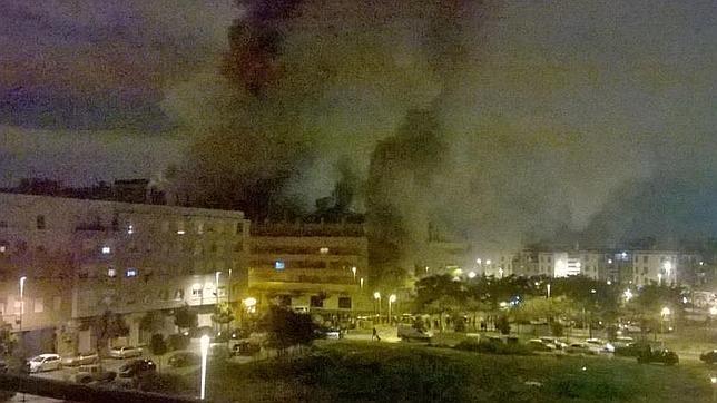 Desalojan a 200 personas al arder un bazar chino en la for Bazar en cordoba