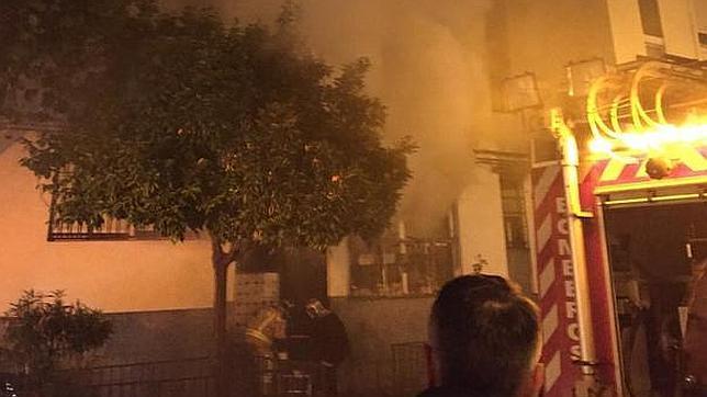 Los bomberos hallan un cadáver tras acudir a sofocar un incendio en San Pablo