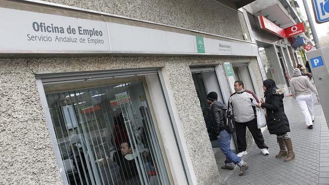 El fin de las campa as agrarias y comercial elevan el paro for Oficina de desempleo malaga