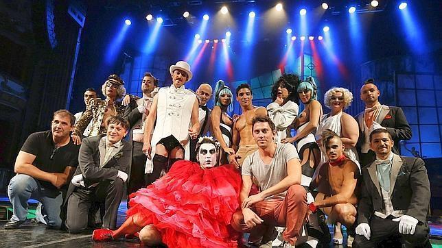 El burlesque parisino llega a Los Califas con «The Hole»