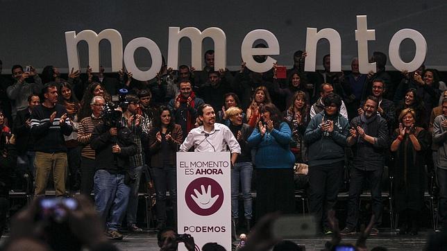 Pablo Iglesias, aplaudido en el mitin de Sevilla