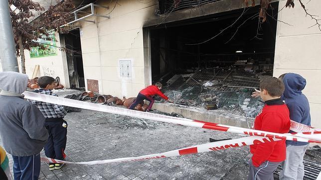 El informe policial apunta a que el incendio del bazar for Bazar en cordoba