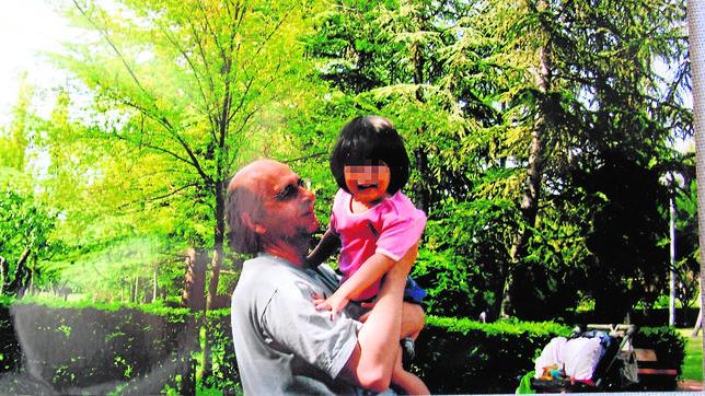 Un padre español solo podrá ver a su hija ocho horas al año y en Japón