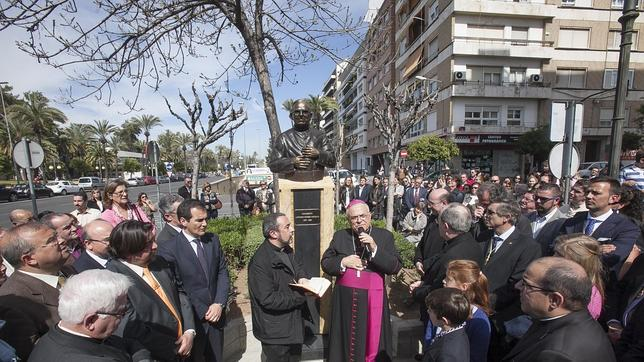 Acto de inauguración del busto al párroco Antonio Gómez Aguilar
