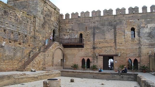El turismo sigue creciendo en carmona for Puerta de sevilla carmona