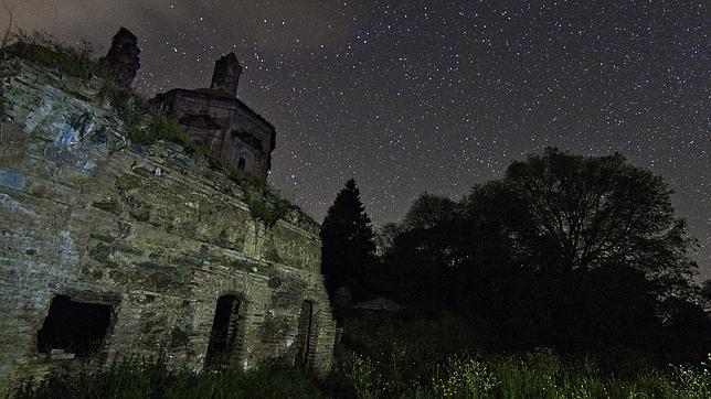 Vista nocturna desde la Cartuja de Cazalla de la Sierra