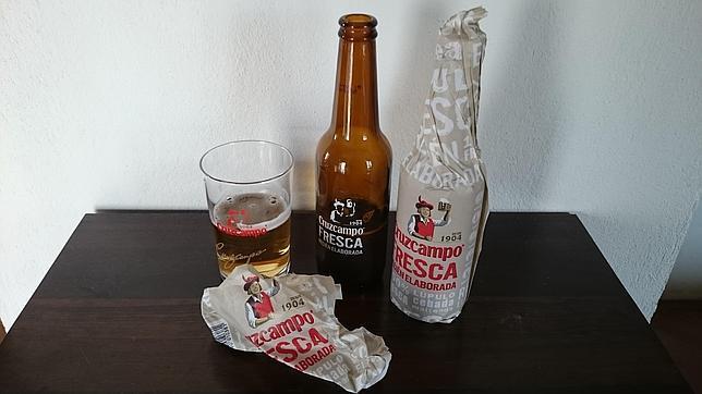 Llega la cerveza fresca envuelta en papel