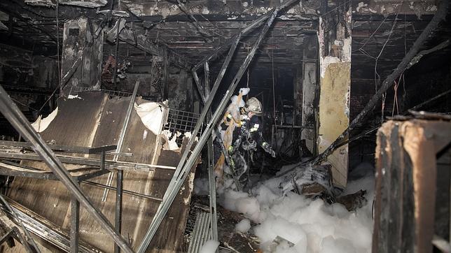 La polic a cient fica investiga el bazar chino incendiado for Bazar en cordoba