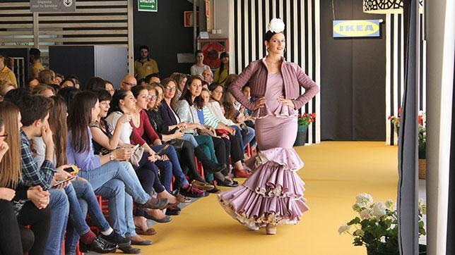 El traje de flamenca diseñado por Laura Aguilera, ganador del primer premio