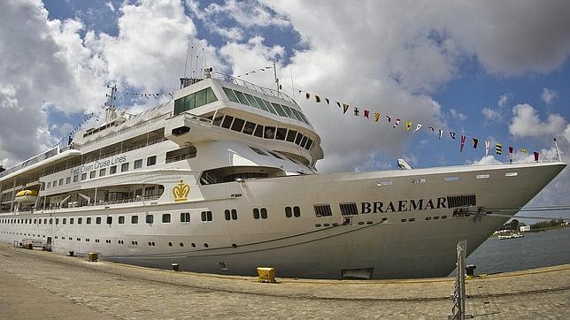 El crucero atracado en Huelva