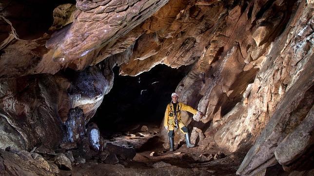 La caverna de Los Covachos atesora las primeras pinturas rupestres documentadas en Sevilla