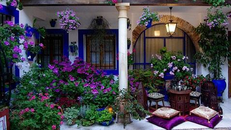 C rdoba entre flores y patios for Patios decorados con plantas