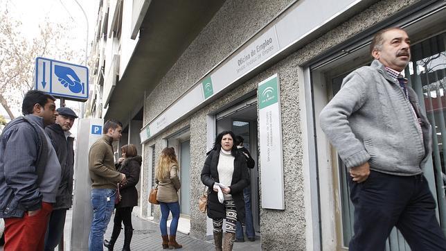 El paro cay en 345 personas en abril en la provincia de for Oficina de desempleo malaga
