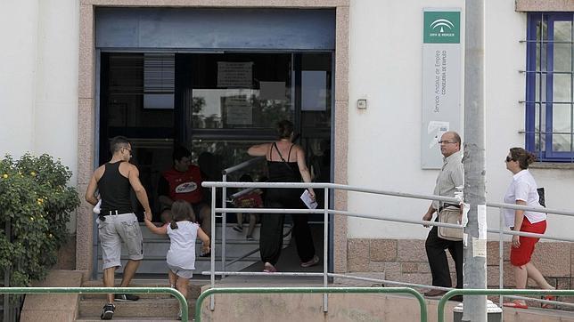El inicio de la marea baja del paro en c rdoba for Oficina de desempleo malaga