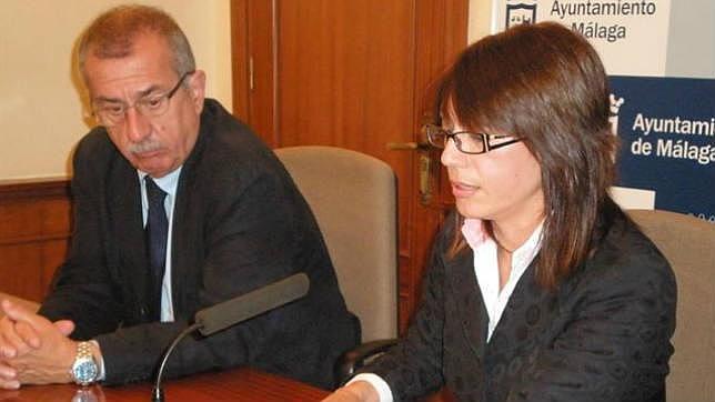 El concejal Hernández Pezzi junto a María Gámez antes de la ruptura