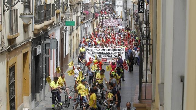 Los sindicatos dicen que la huelga la sigue el 90% y el Ayuntamiento lo baja al 25%