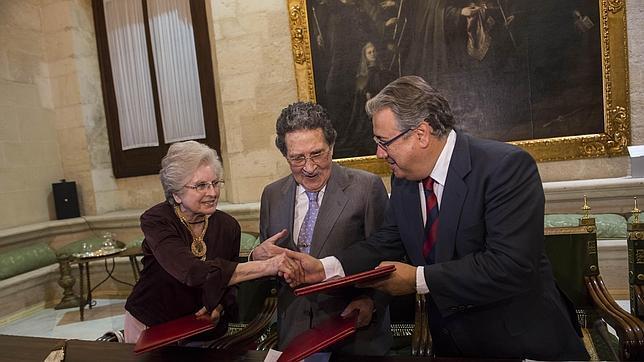 Zoido firma con Bellver el contrato de donación de la colección