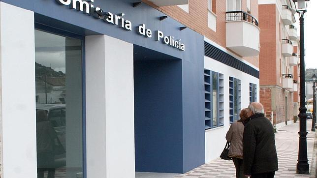 Dos detenidos por estafar a ancianos en nombre de una for Oficina zaragoza delicias dni