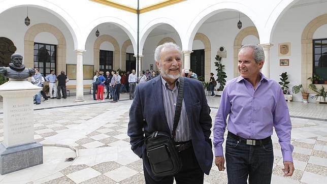 Julio Anguita, junto al candidato de Ganemos, Rafael Blázquez, durante un acto