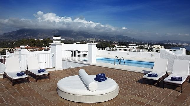 Hoteles en espa a con piscina en la habitaci n abc de for Hoteles baratos en sevilla con piscina