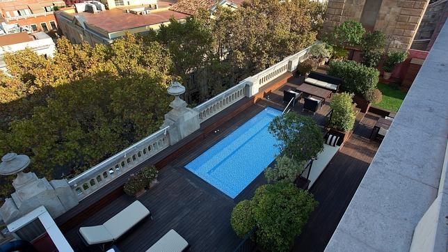 Hoteles en espa a con piscina en la habitaci n for Hoteles sevilla con piscina