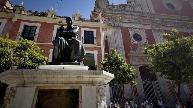 Imagen de la Plaza del Salvador, con la fachada de la Iglesia