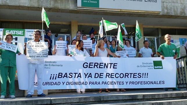 Enfermeros protestan contra los recortes