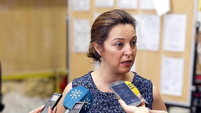 La alcaldesa, Isabel Ambrosio, antiende a los medios de comunicación
