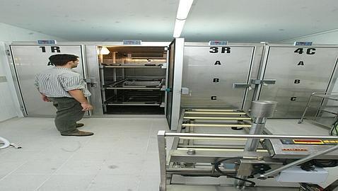 Una de las salas del Instituto de Medicina Legal del cenmenterio de la Fuensanta
