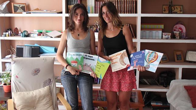 Las hermanas Ana y Paloma Parejo con sus cuentos ilustrados