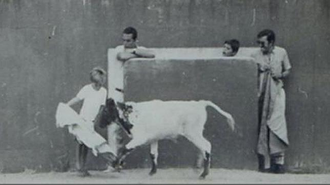 Eduardo Dávila Miura, dando sus primeros capotazos en Zahariche