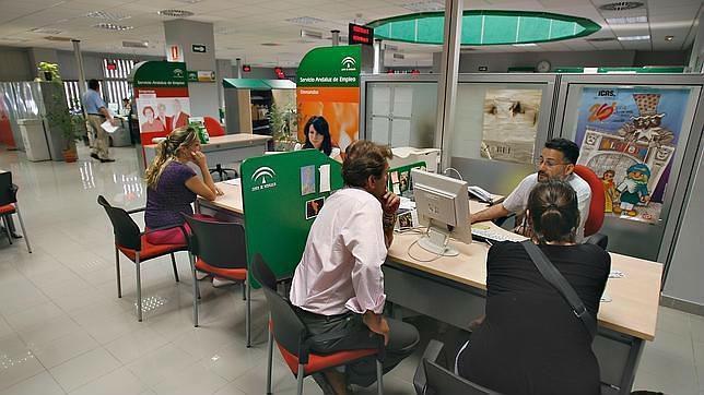 Los trabajadores del servicio andaluz de empleo al paro for Oficina del sae