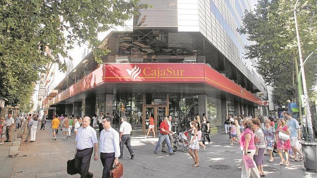 Cajasur aumenta sus beneficios un 13 en el primer for Oficinas caja sur