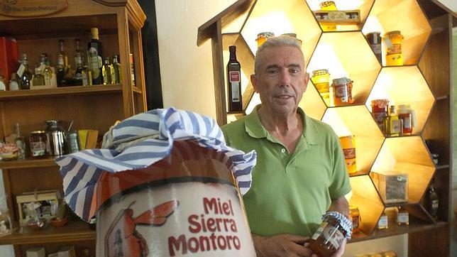 Una apícola de Montoro lanza al mercado una miel novedosa a base de cilantro