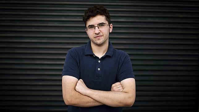 Álex Salinas, el joven transexual que ha luchado por obtener el permiso de la Iglesias para ser padrino en el bautizo de su sobrino