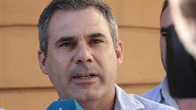 Cesa el alcalde de Villaverde del Río tras no prosperar la cuestión de confianza