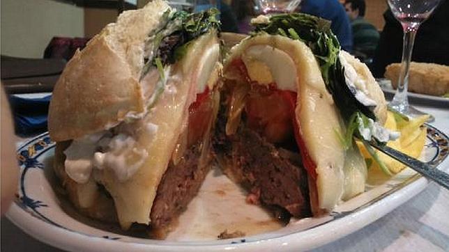 Hamburguesa del restaurante uruguayo Montevideo