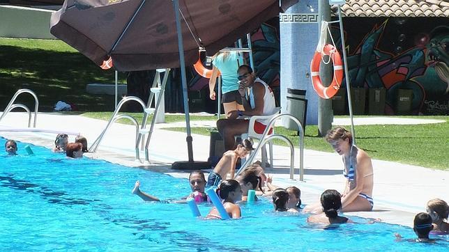 Los actos vand licos de villa del r o sospechosos para for Piscina municipal cordoba