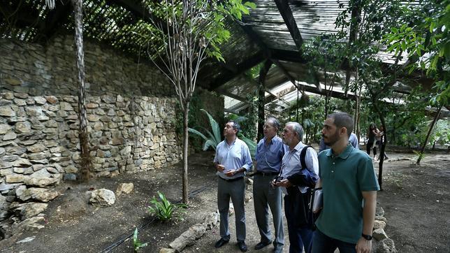 Espadas acusa a zoido de desviar los recursos del jard n for Jardin americano sevilla