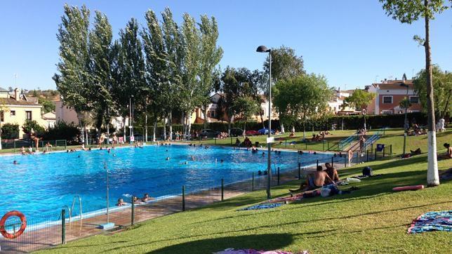 Las piscinas de dos hermanas registraron entradas for Piscina dos hermanas