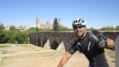 El ciclista en una de sus rutas